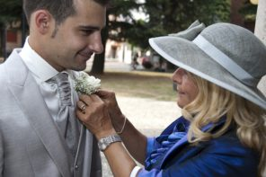 Treat Your Mom – Make Her Fashionable at Your Wedding