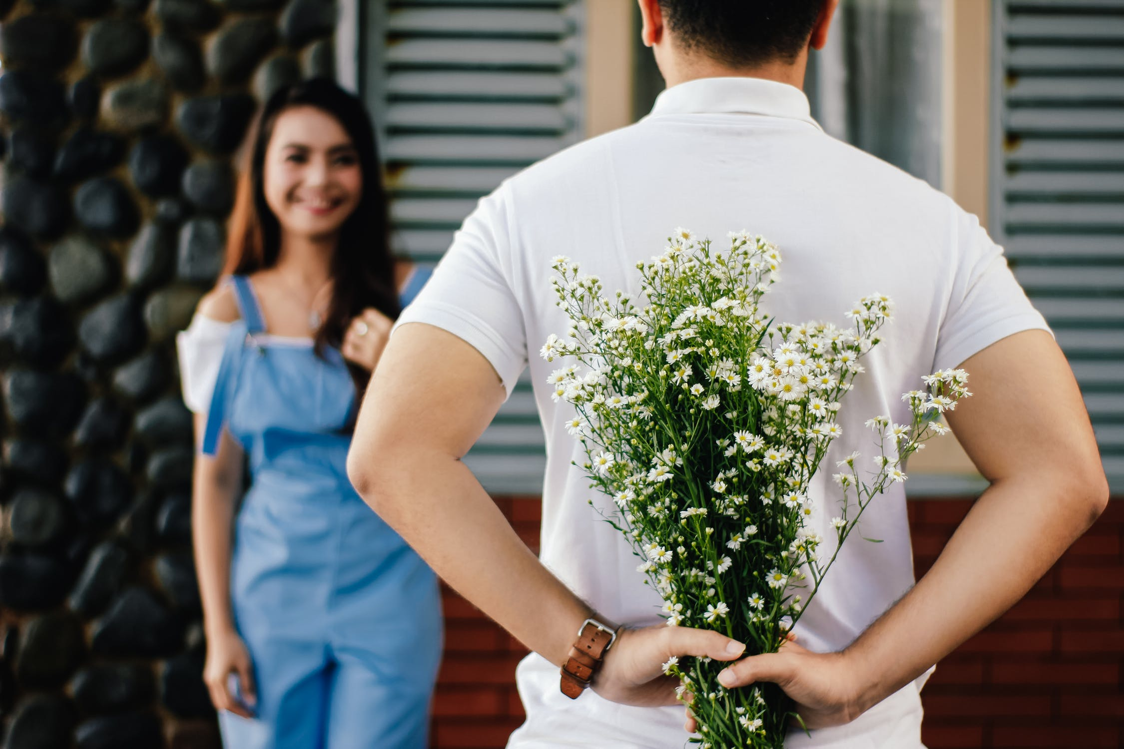Things That Men Should Know Before Giving Flowers to Women ...