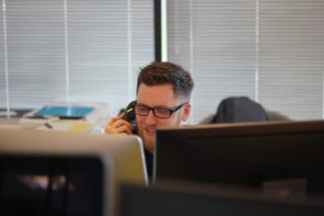 Improving Business Efficiency with a Phone Answering Service